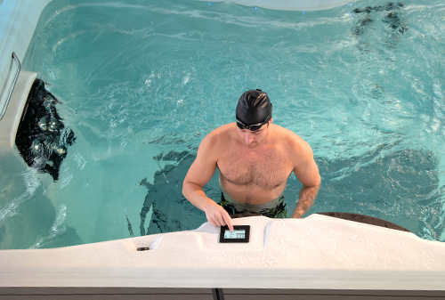 Adjust the speed of your swim spa easily with the touch screen